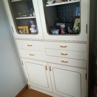 白 食器棚