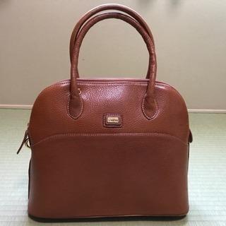 FABIAN ブラウン、キャメルカラーのハンドバッグ