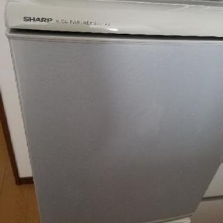 シャープ冷蔵庫 2005年製 135リットル 上が冷蔵室(90リ...