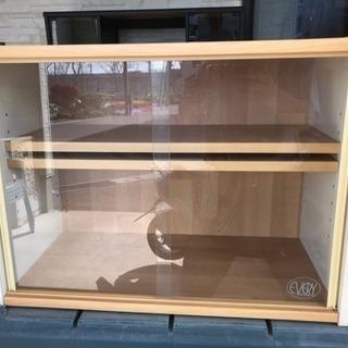 商談中 ガラス引き戸棚