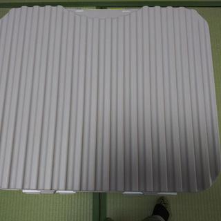 洗濯干し用のピンチハンガーなどを入れる蓋付き大型ケース
