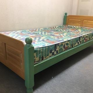 お洒落なカントリー調ベッド
