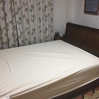 クイーンサイズのフランスベッド