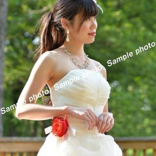 ★ウエディングドレス 赤いお花の飾り付き可愛いホワイトドレス♪♪