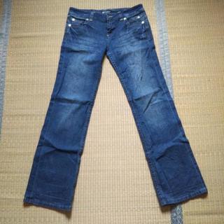 腰で履くジーンズ