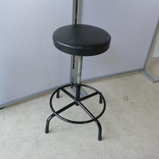 黒い丸イス 直径54㎝×高さ43~68㎝(高さ調整可)  座面が...