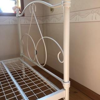 スチール製シングルベッド