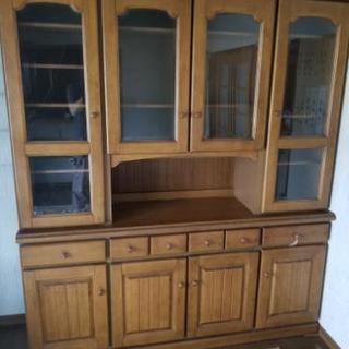 大きめの食器棚