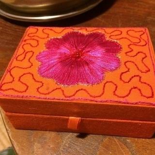 新品未使用♢インド 刺繍アクセサリーボックス