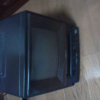 VHSビデオデッキ付きポータブルTV。AC100V・DC兼用を無...