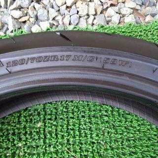 ダンロップ 120/70ZR17 CB1300SF フロントタイヤ