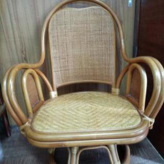 回転 籐の椅子2台