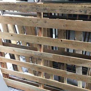 木製パレット・DIY・(木材 キャンプ 薪 焚火 用材木)無料で...