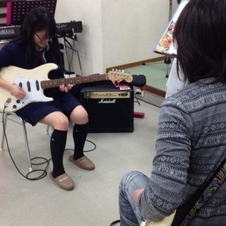 左利きの方の為のギターレッスンやっております。左利きならではの問題...