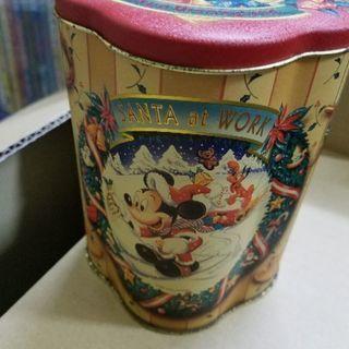 ディズニーランド  レトロ感のある柄の缶