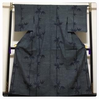 単衣仕立て 正絹 紬 裄65.5 身丈160 笹模様 グレー 中古品