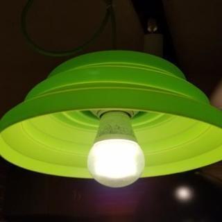 美品 シリコン素材 グリーン スポットライト