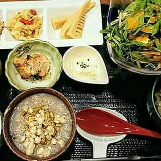 ヒル薬膳粥・ ヨル貝料理「カイノクチ」
