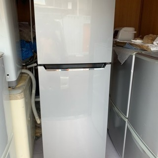 配送無料 2017年製 ハイセンス 227L 冷蔵庫 HR-B2301