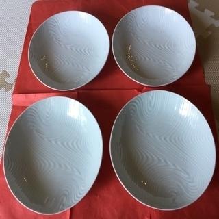 ゆったりした卵型の白いお皿 4点セット ☆ カレーや盛り合わせ料理...