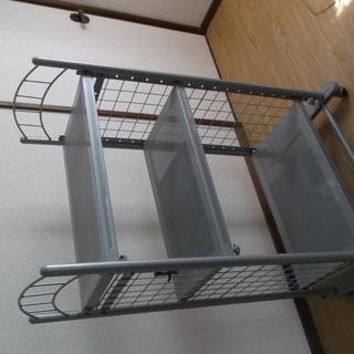スティール製ラック ラックの中に洗濯機等が置けるタイプです