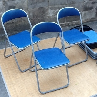 ※残り1脚です【0円】折りたたみパイプ椅子ですが座面にヤブレやヨ...