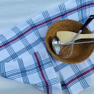 KEYUKAのスモーキーなカゴと調理器具