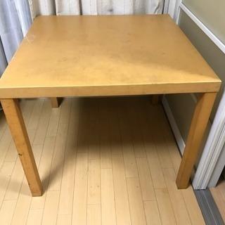 無料!引き取り限定!テーブル1m四方サイズ