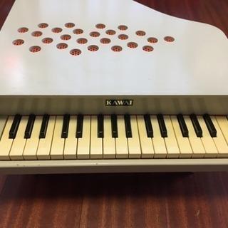 カワイ ミニピアノ P-32 アイボリー