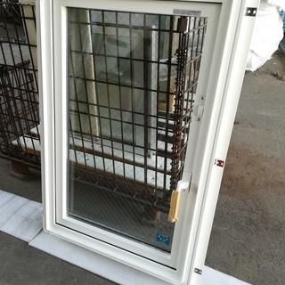 2●新品未使用●屋外保管品●樹脂窓●YKK ap APW3…