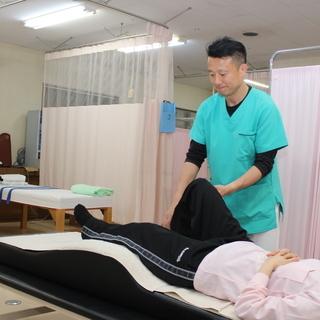 ひざ痛・・・ペインオフィスカスガたけはな院は効果が学術上で正式に証明された「TT-AH施術手法」により、首痛、肩痛、腰痛、膝痛、顎関節症等のあらゆる痛みに対し筋肉や関節を整える事で早期に改善させていきます。主に脊柱管狭窄症や変形性膝関節症などの改善が難しいとされている症状を得意としています。また、美容にも力を入れており、顔のゆがみを矯正し整える美整顔術も行っております。もちろん柔道整復師の資格を持っており交通事故後のケアも行っておりますので、お気軽にご相談ください。 - 上田市