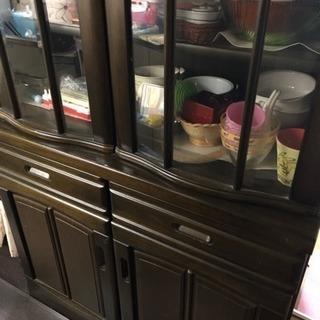 食器棚 の必要な方本日中に連絡して下さい。