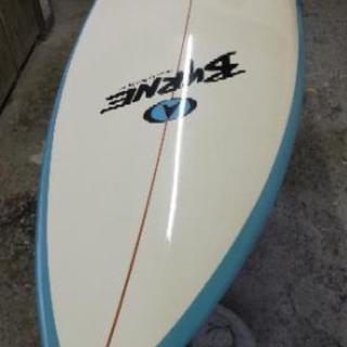 「Byrne (バーン)」タフライト(EPS系) サーフボード 中古品