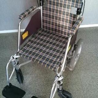 ミキ 介助用車椅子 スレンダータイプです。
