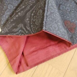 大島紬 紺色の地に赤の模様 美品です。