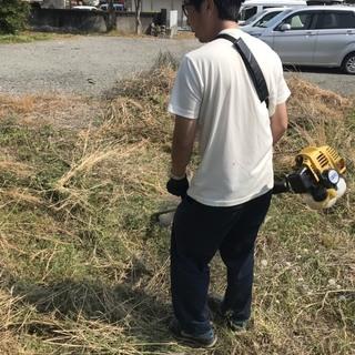 ★草刈り、草抜き、除草剤の散布、砂利敷、庭掃除、お庭・植木のお手...