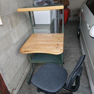 パソコンラックと椅子
