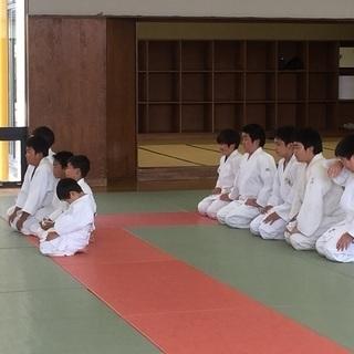 柔道を基本から学びます.