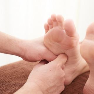 足を揉んで健康で強い体になりましょう!