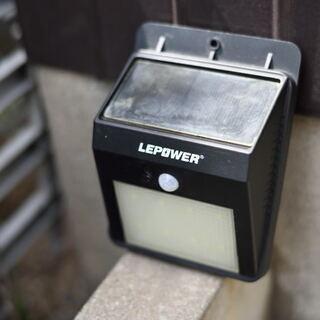 ソーラー防犯灯×2・玄関マット・トイレ掃除器具