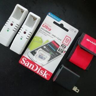 32G マイクロSD カードとUSB 電源プラグ