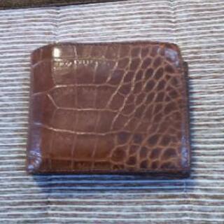 クロコダイル調二つ折り財布