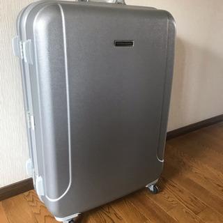 美品  通常より大きなスーツケース