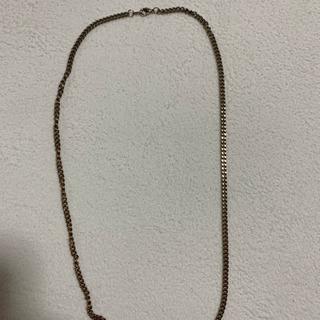 金色のネックレス