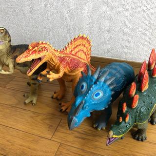 恐竜のビニールフィギュア