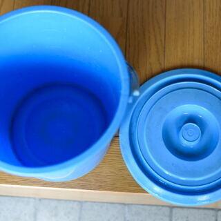 ポリバケツ(青)直径22㎝×深さ20㎝