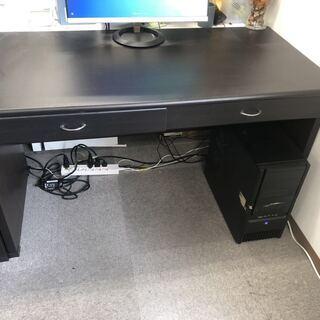 パソコンデスクと椅子