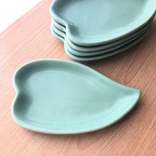 ベトナム食器 葉っぱの形のお皿5枚セット