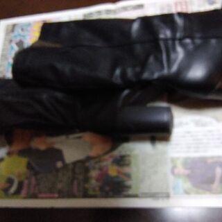 皮のブーツ   オマケにクッション