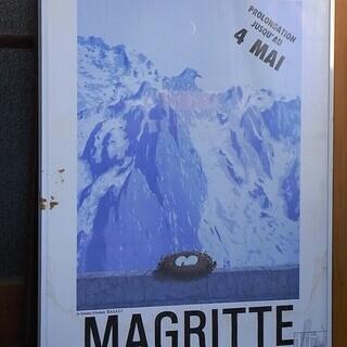 ルネ・マグリット展のポスターと額